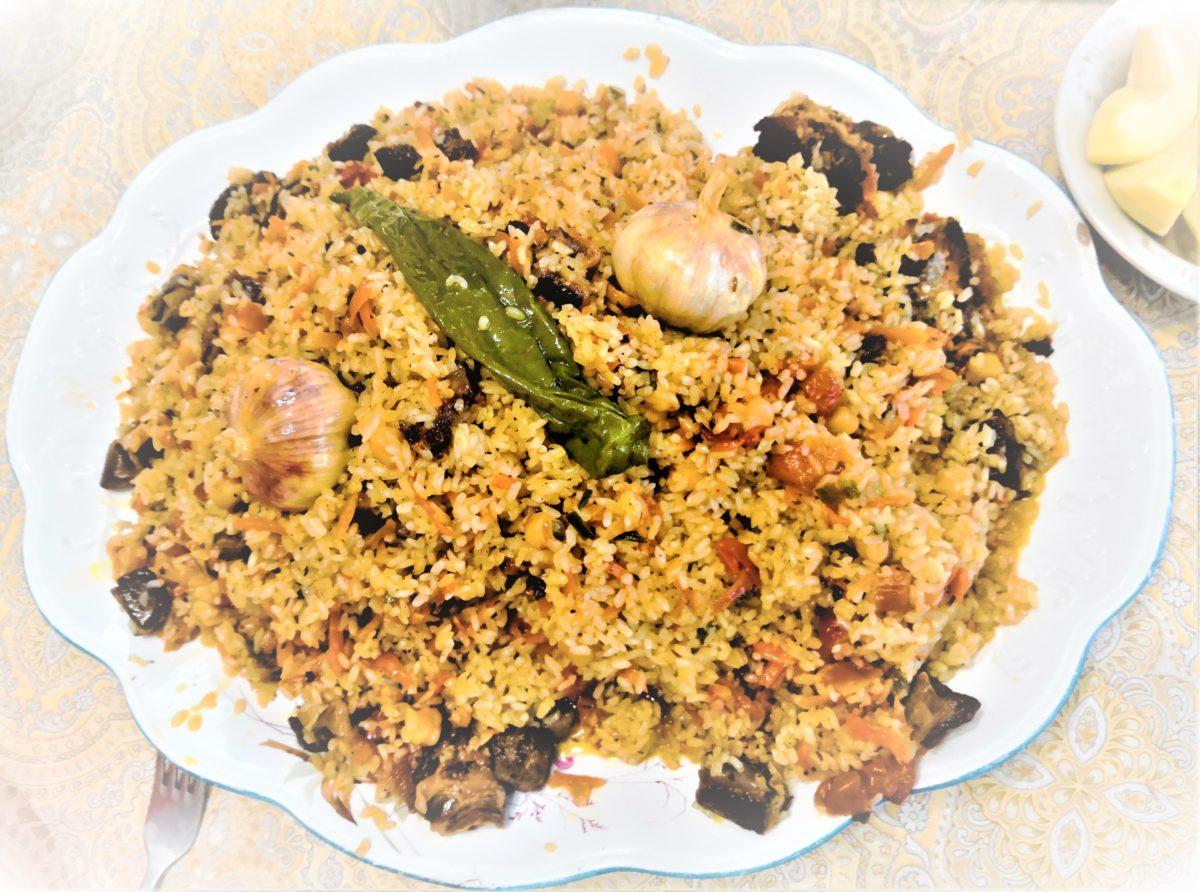 Традиционное семейное блюдо в традиционной посуде, передающейся по наследству