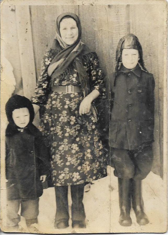Смердова Марфита Егоровна с внуками