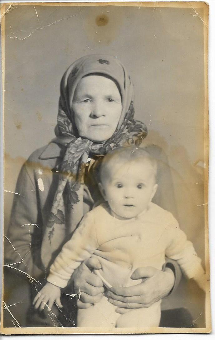 Бабушка в внуком, фото из семейного альбома Смердовых