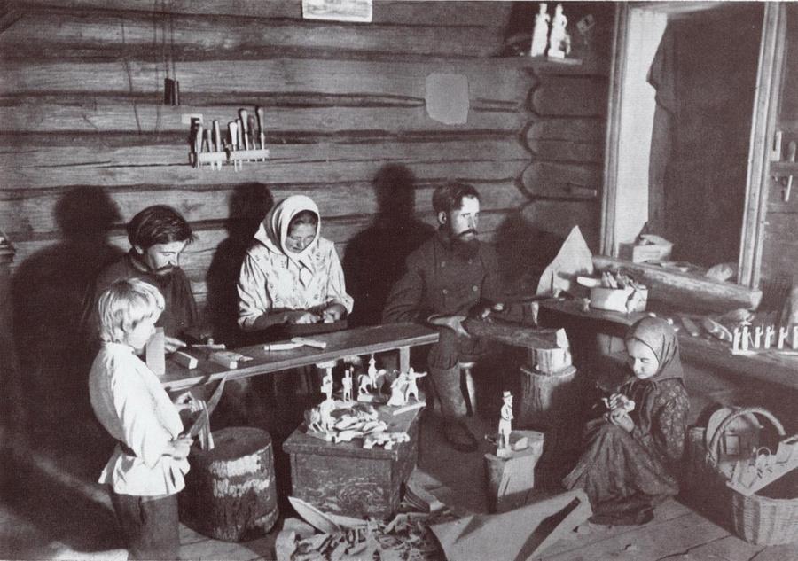 Крестьянская семья с детьми. Семейная форма образования в России.