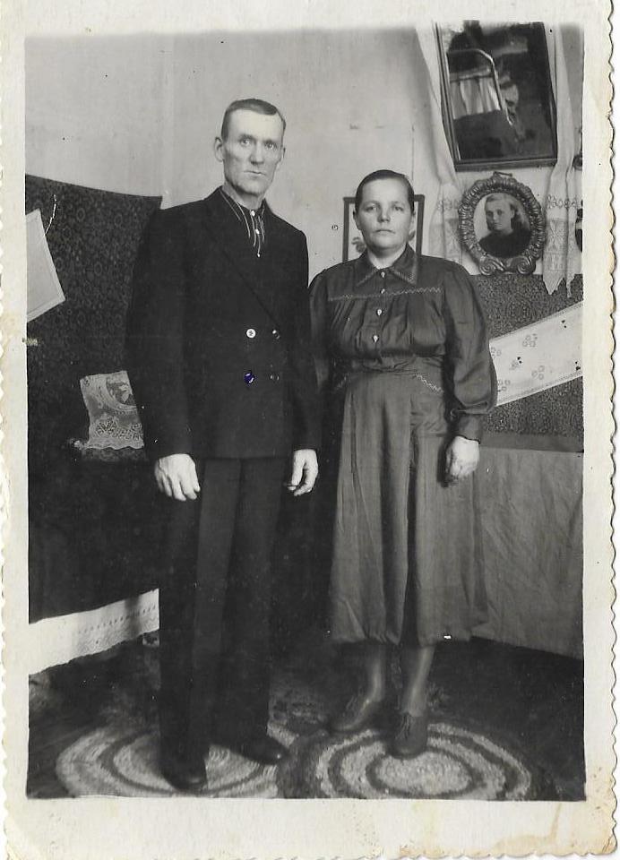 Фото из семейного альбома Смердовых, обстановка дома 20 века