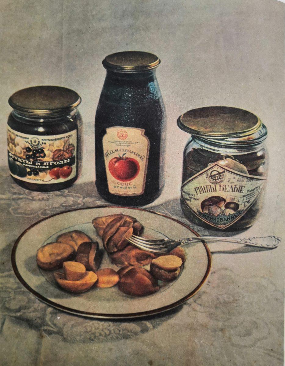 Консервы СССР: томатный соус, грибы белые, фрукты и ягоды. 1952 год