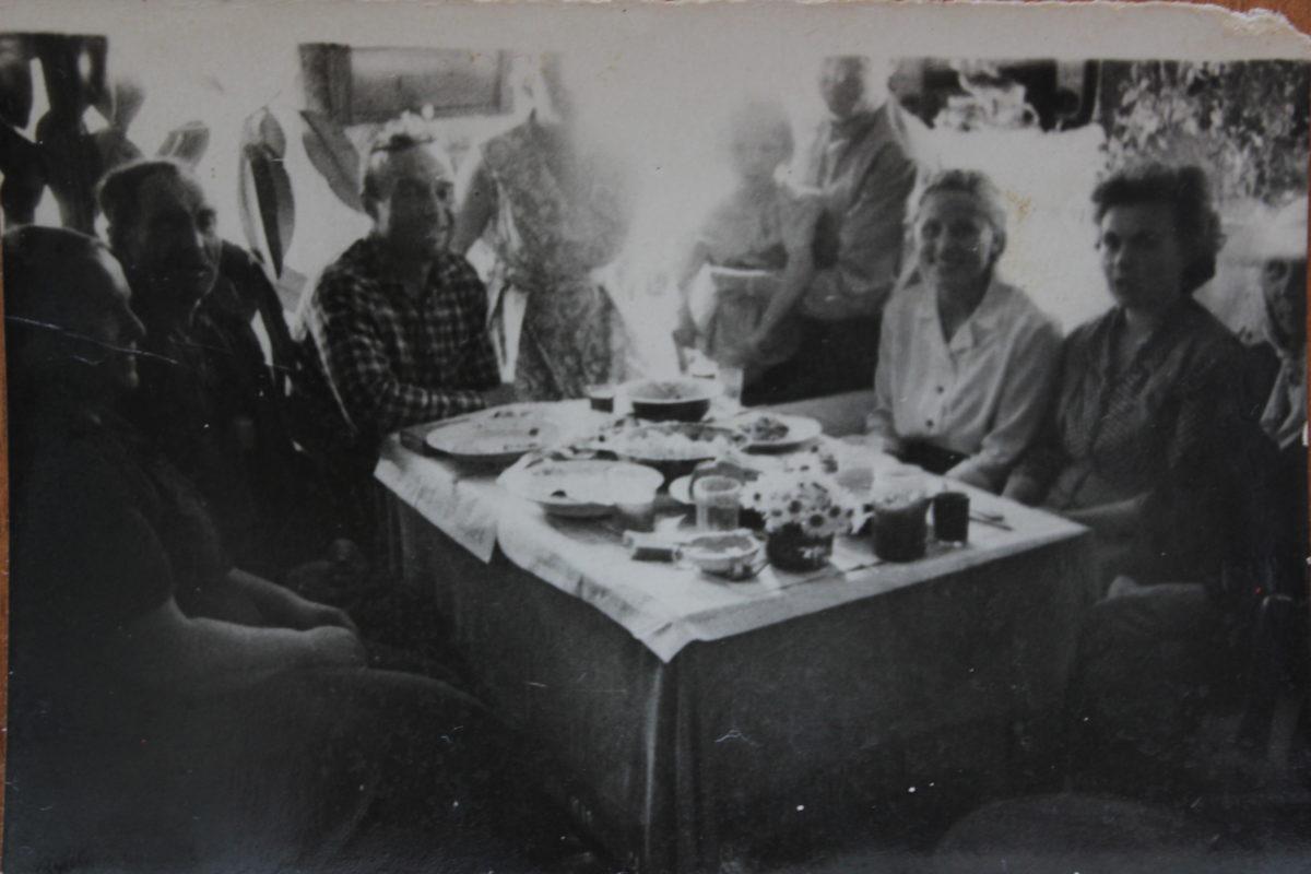 Составить родословную можно даже с помощью фотографий. Если знать, кто на них изображен. https://yulianovozhilova.ru/