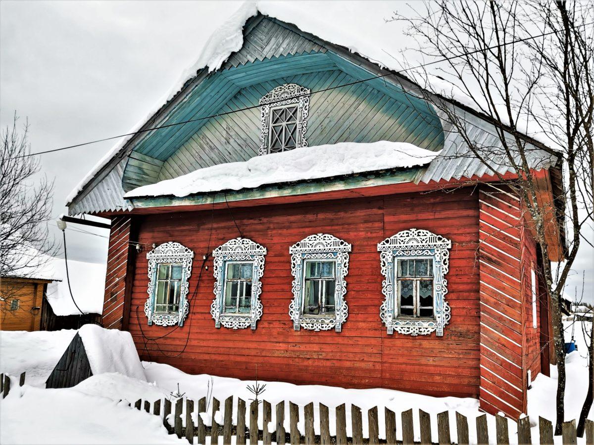 До сих пор сохранились дома с красивыми наличниками на окнах.